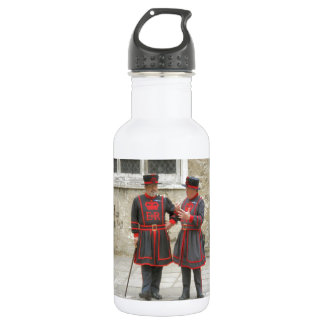 Yeoman warders, or beefeaters on duty 532 ml water bottle