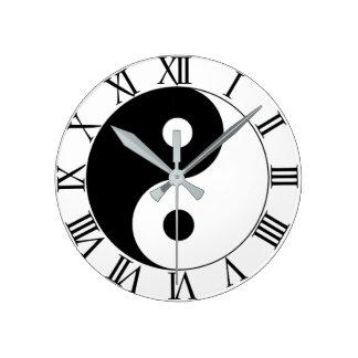 YIN AND YANG ROUND CLOCK