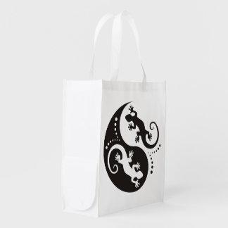 YIN & YANG Geckos black + your background & idea