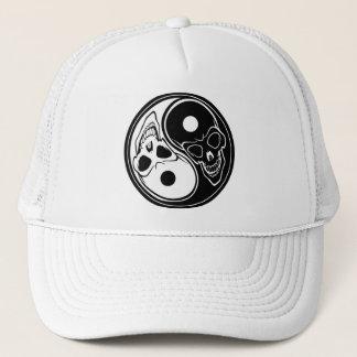 Ying yang skulls trucker hat