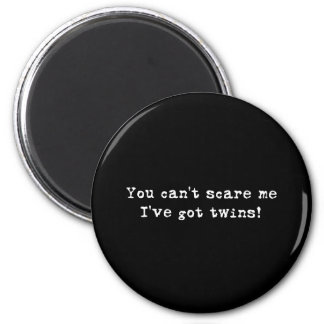You can't scare me twins 6 cm round magnet