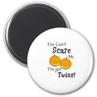You can't scare me twins - pumpkins 6 cm round magnet